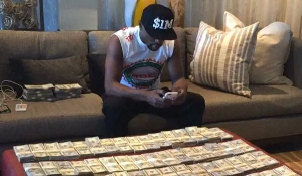 Floyd Mayweather counting money